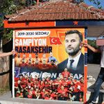 Les couleurs peintes sur le Fanatic Başakşehir, champion de Medipol source - World News